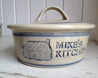 1 Qt Personalized Stoneware Covered Casserole with Log Cabin Logo