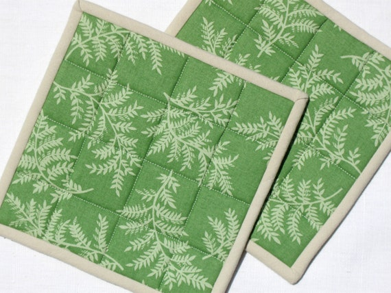 Cotton potholders in green fern print fabric -set of 2