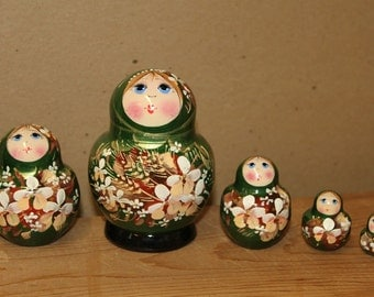 Green Babushka Nesting Doll  Matryoshka doll set of 5