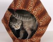 Cat Ball Modern House for Kitty