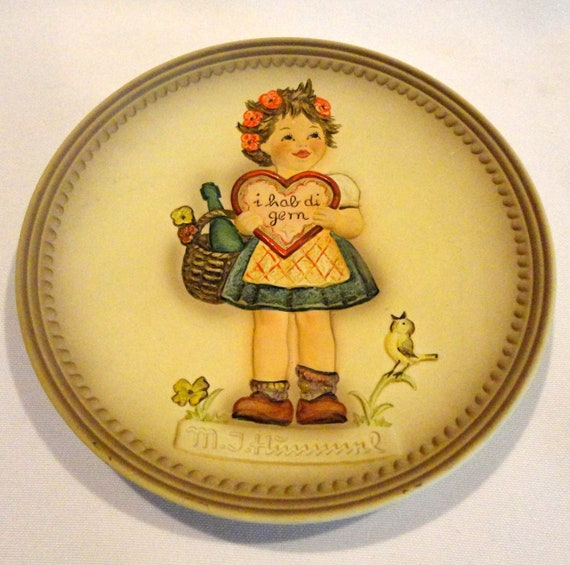 Valentine Gift by Goebel West Germany 1985 Hummel Collector Plate
