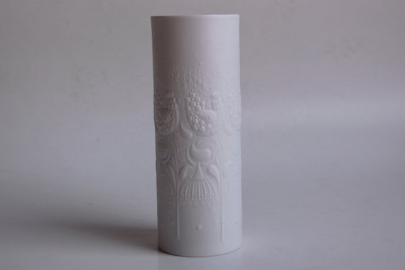 White Bisque Porcelain Vase With Birds and Flowers Pattern - Wiinblad for Rosenthal 70s