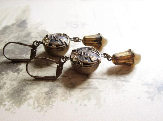 Antique Button Earrings / Art Nouveau Flowers / Rustic Wedding / Handmade Vintage Jewelry