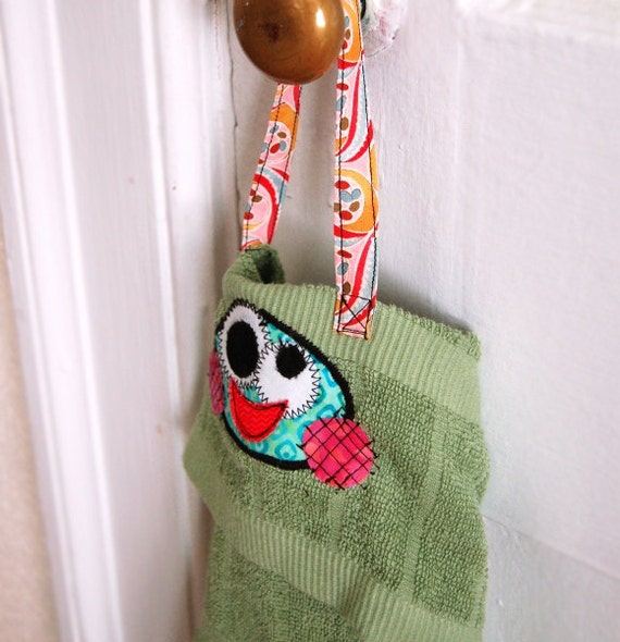 Hanging Muddy Paw Wiper Towel for Dogs of all Sizes - Green