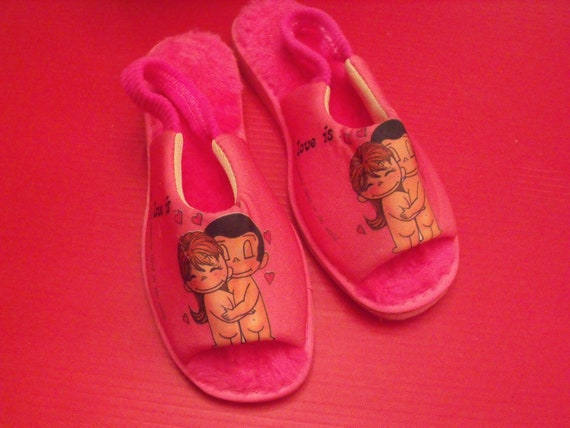 """Vintage pink slippers NEW of 1970 Love is most powerful thing.Size 8/8.5, 10""""Length."""