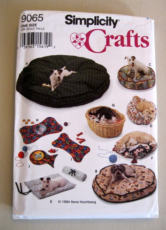Pet Bed and Placemat Pattern, Dogs and Cats, Simplicity 9065 UNCUT FF Includes Roll Up Bed 1990s