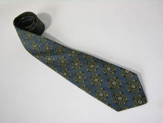 vintage 50's or 60's Men's Foulard silk Neck tie. Large medallion print with paisleys. Rivetz