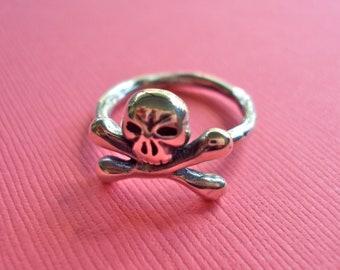 Mini skull ring