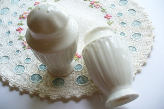 Shabby Cottage White Shakers