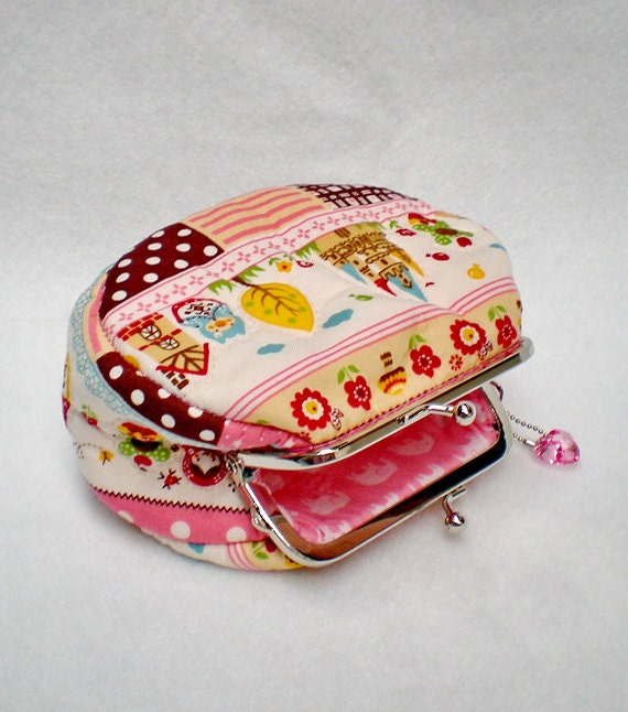Lovely Castle Chubby Quilted Purse