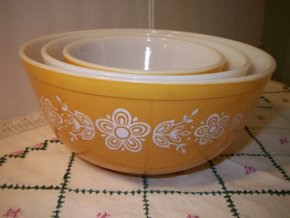 Vintage Pyrex Butterfly Gold Set of 3 Mixing bowls 1970s