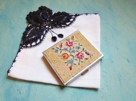 Vintage Compact 1950s Needlepoint Embroidery Flowers Floral