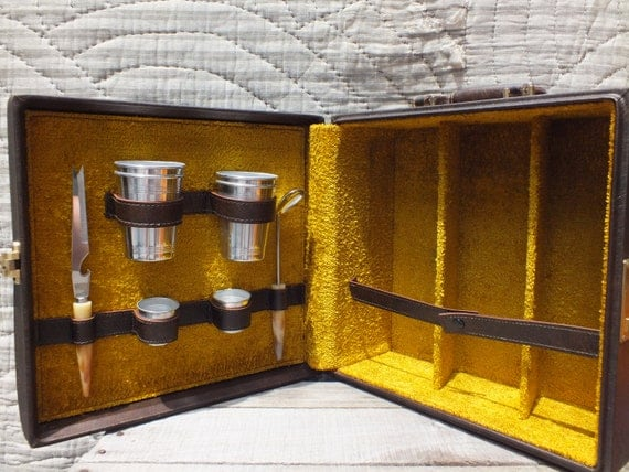 Mid Century Modern Travel Bar in Case - All pieces Included with space for 3 Bottles - Retro Vintage Style