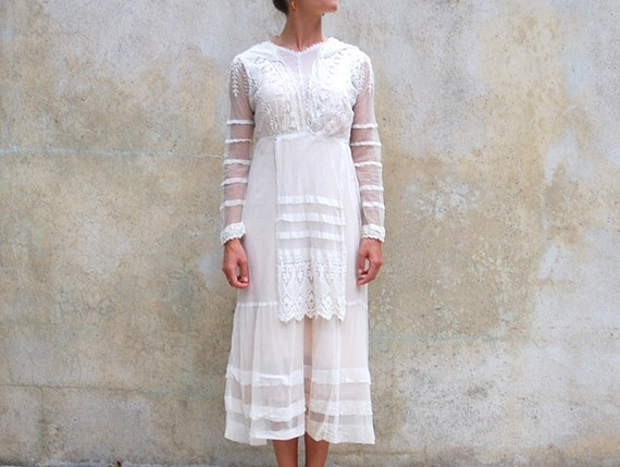 Early 1900's antique Edwardian lawn dress - vintage collectible 1900s embroidered and mixed lace white summer day dress - x small / small