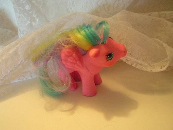 My little Pony 1984 Pegasus with moon rainbow