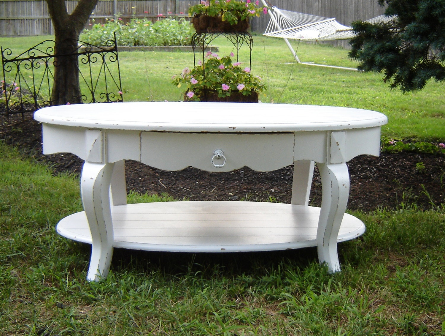 White cottage furniture oval style coffee table for Oval farmhouse coffee table
