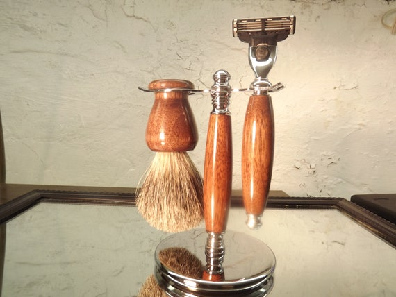 Walnut Mach 3 Shaving set including stand, Razor with insert and Brush