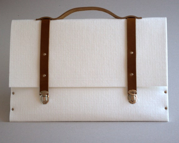 MacBook Pro 15 and MacBook Retina sleeve case white synthetic felt briefcase with leather straps and handle made by SleeWay