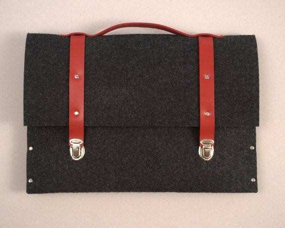 Briefcase 13 MacBook Pro / Air sleeve black synthetic felt with red leather straps and handle made by SleeWay