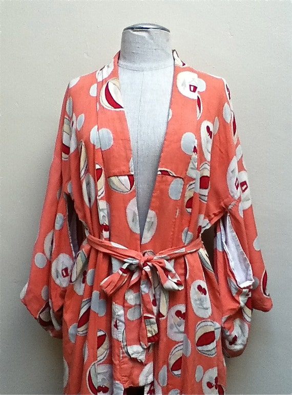 Lovely Vintage Japanese Kimono in Peach with White Circular Pattern and Red,Cream,Pale Green Accents