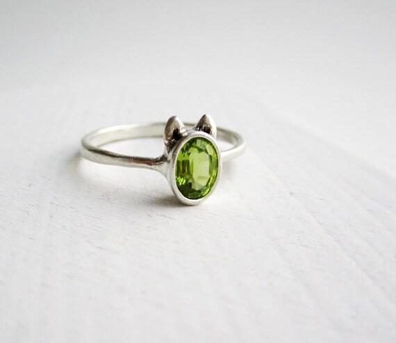 Peridot Dog Ring, Peridot and Sterling Silver, Dog Design1