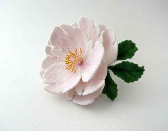Felted brooch pale pink flower
