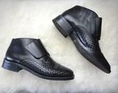 vintage Danelle black leather woven ankle boots