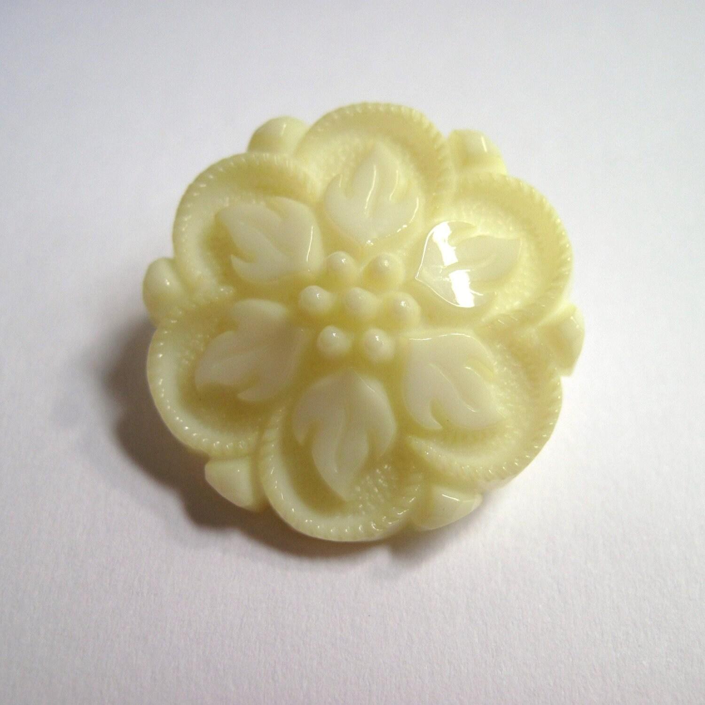 Ivory Buttons, Ivory Flower Buttons, Ivory Floral Vintage