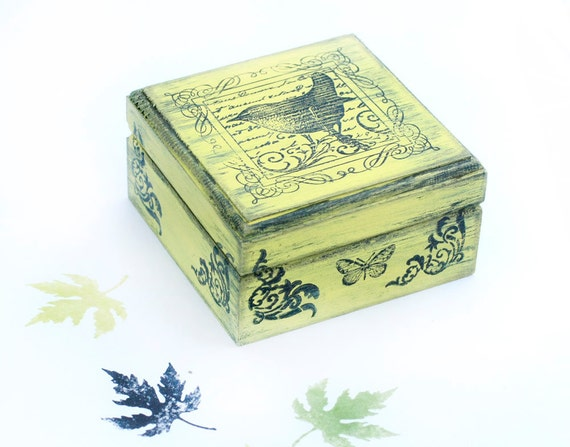 "Boxes, Green Bird Natural History Green Wooden Box. Dimensions - 3 1/2 x 3 1/2 x 2 "" - 9 x 9 x4,5 cm"