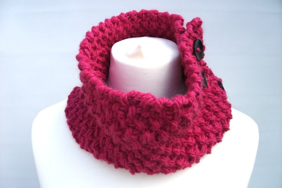 Ladies knitted cowl neckwarmer cerise