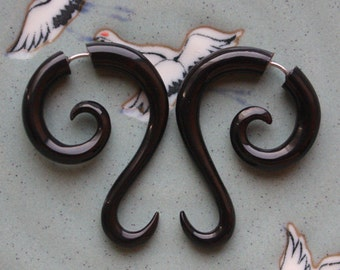 Hand Carved Fake Gauges - LUNETTE - Natural Black Horn - Tribal Style Curl Earrings