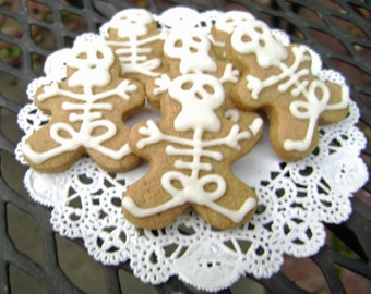 Halloween Gingerbread Skeleton Cookies - Halloween Cookies