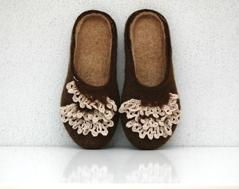 Felted sippers Women slippers Wool slippers Valenki Home shoes Woolen clogs Felted clogs Organic slippers Handmade shoes Brown tan Crochet