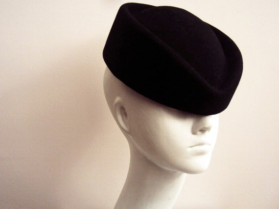 Vintage 80s Black Pill Box Felt Hat Small