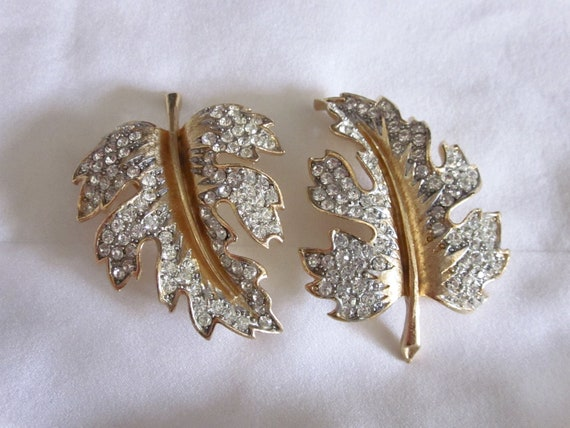 Two Vintage LISNER RHINESTONE Leaf Pins Brooches