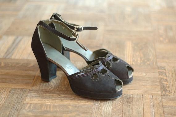 r e s e r v e d vintage NOS 1940s shoes / 40s navy blue suede platforms / size 6.5
