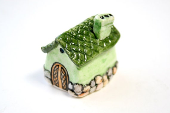 Handmade & painted miniature house No.125