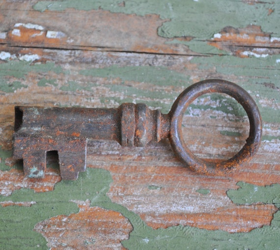 2.3 inch Antique rusty metal key.