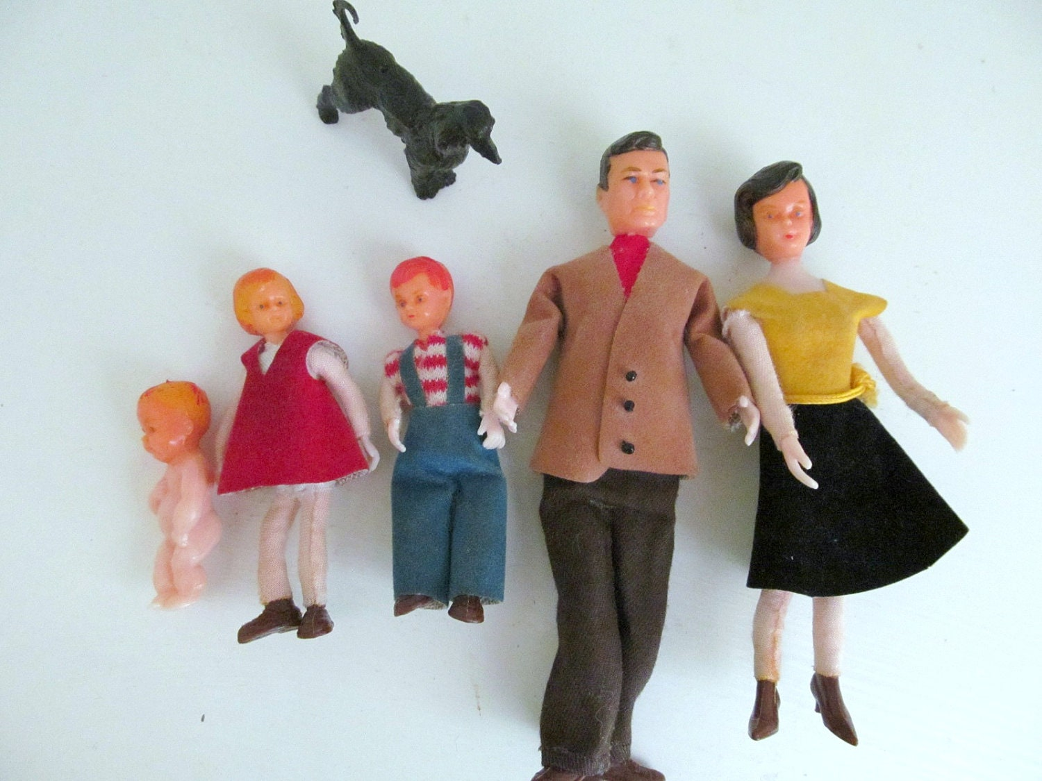 Vintage 1960s miniature dollhouse family by annegrahamvintage
