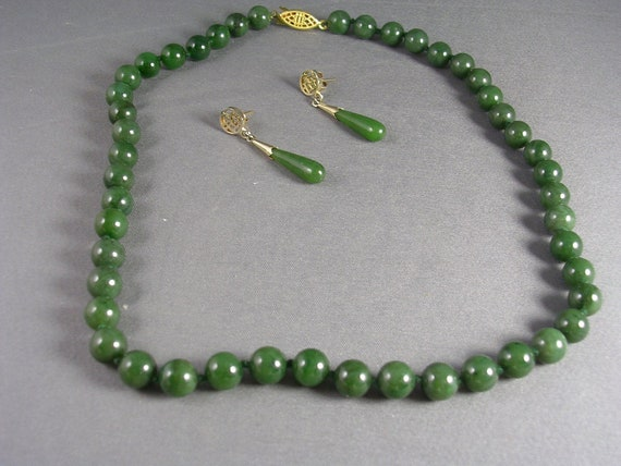 Vintage Jade Necklace and Earrings Gold tone clasp 17 inches long
