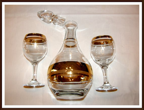 Vintage Gold Rimmed Caraffe Genie Style with Stopper and 2 Glasses Great Bedside or for that Romantic Evening