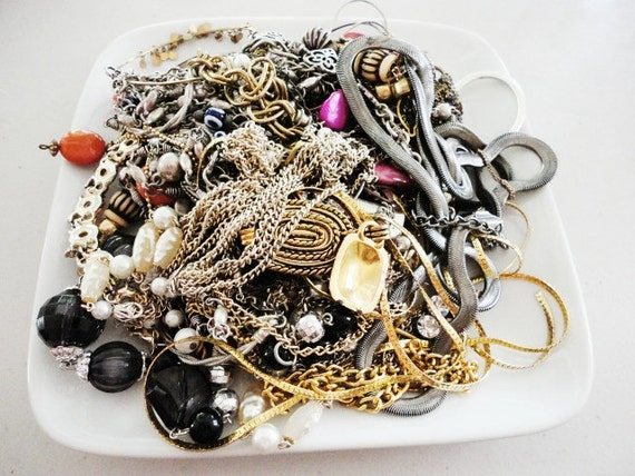 junk repair lot assorted vintage and newer broken chains  lot 667