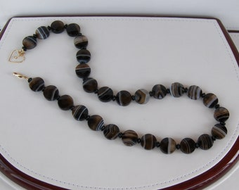 Hand-strung Faceted Agate Bead Necklace // Gemstone Jewelry