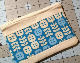 Small Zipper Pouch - Blue Flowers