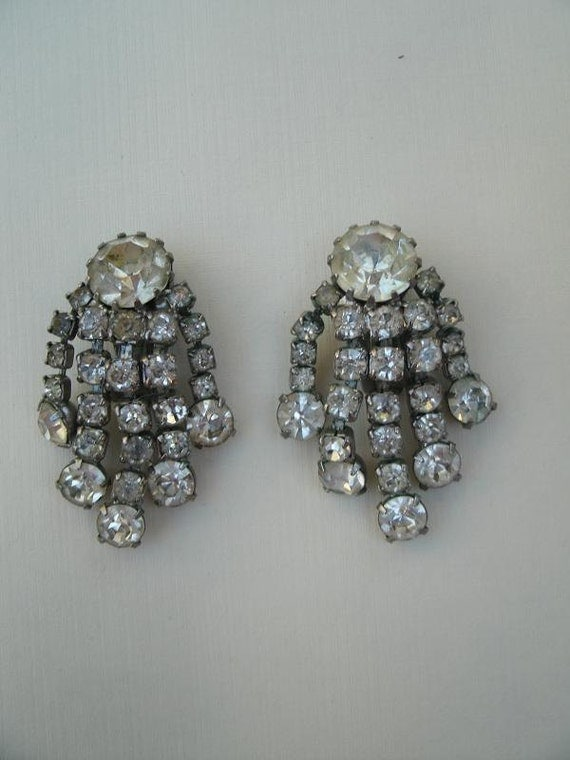 items similar to vintage weiss clear rhinestone earrings. Black Bedroom Furniture Sets. Home Design Ideas
