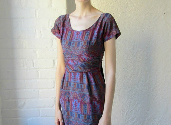 50s wiggle dress . 1950s fitted dress . purple print dress