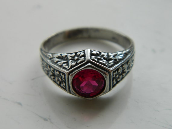Vintage Art Deco Romantic Royal Elven Fairy Sterling Silver Ring with a Synthetic Raspberry Ruby Size 8