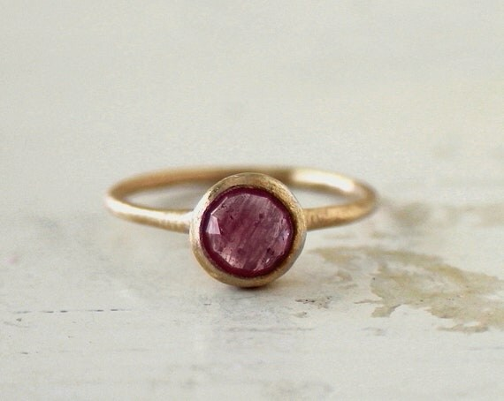 Frosty pink rose cut sapphire ring.  Engagement ring. 18k. Simone