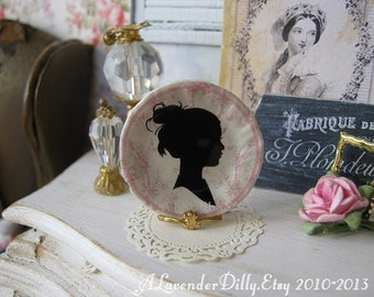 Petite Fille Plate for Dollhouse