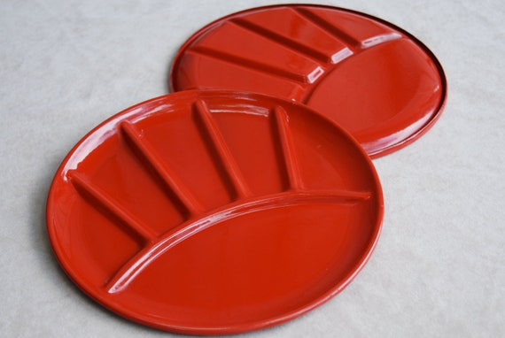Vintage red enamel camping plates, set of 4.